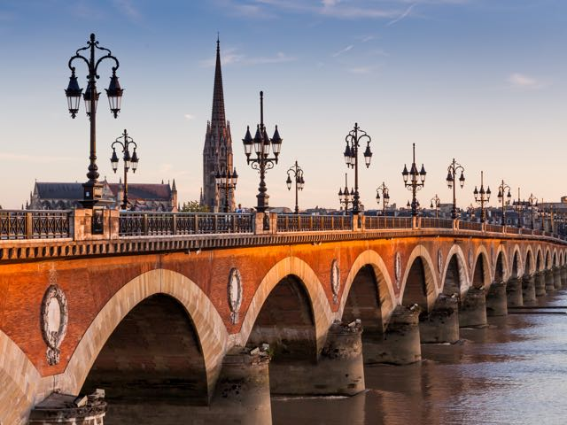 Prenota voli low cost per Bordeaux con onefront-EDreams